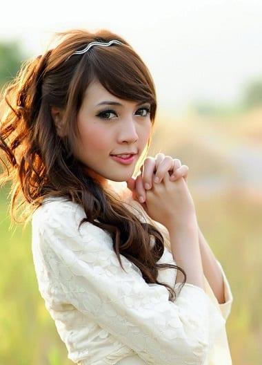 Beautiful asian woman - travel and meet loca girls