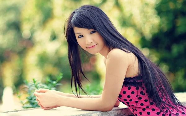 Thai girl smiling and dating