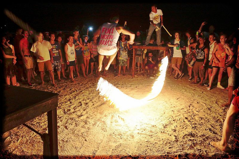 Fire jump rope - full moon party