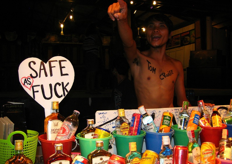 Full moon party in Thailand drink bucket list