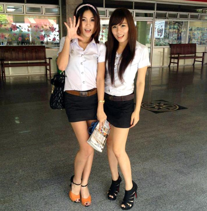 meet-good-thai-university-girls-in-bangkok