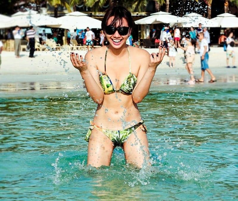 western-and-asian-girls-on-the-beach-of-boracay