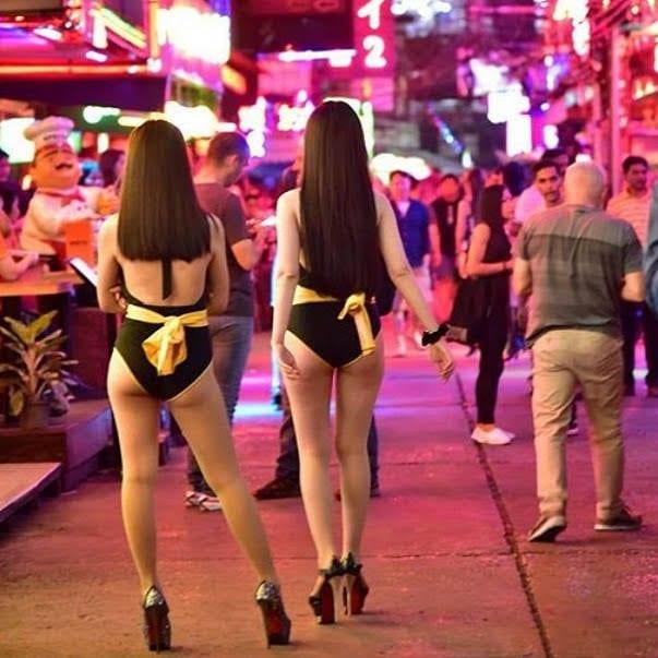 gogo bars in soi cowboy in bangkok