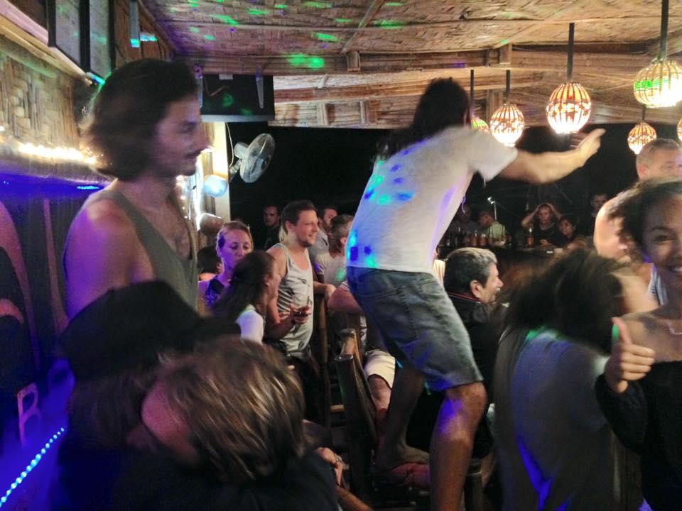 aluna beach lounge girls in bohol