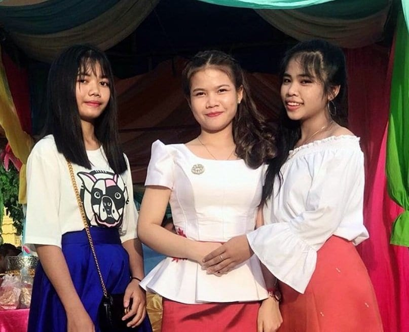 cambodian girls dressed conservately and with good manners