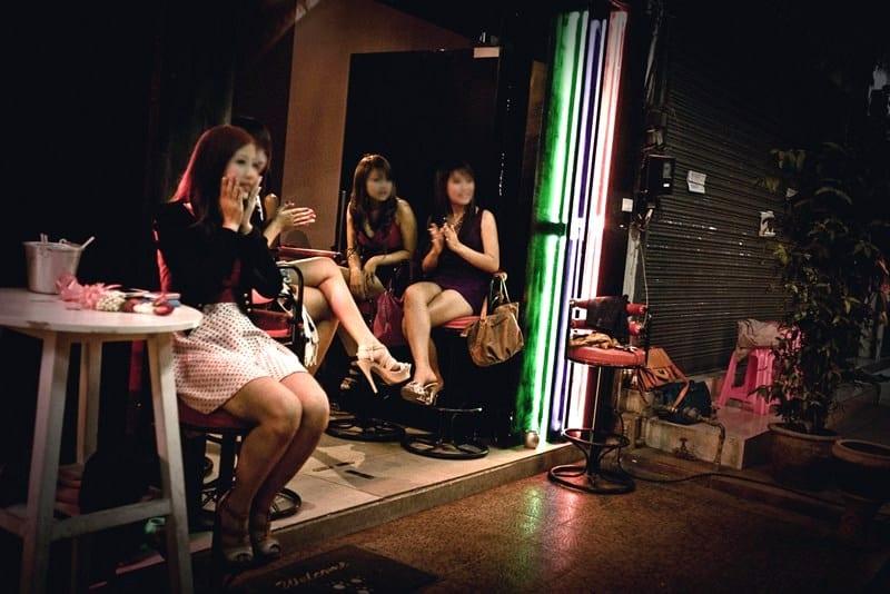 karaoke girls in Isaan