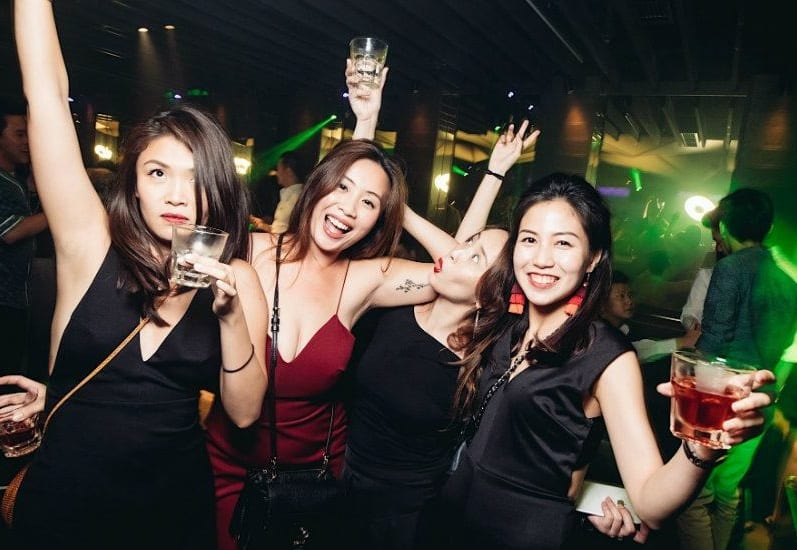 pick up hot singaporian girl in nightclub