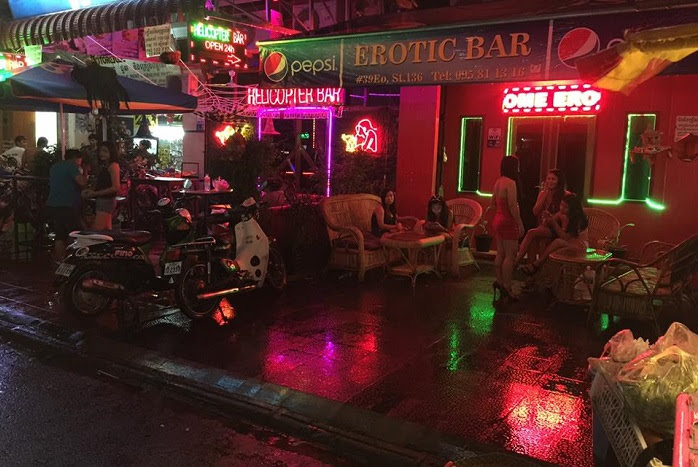 bar girls in siem reap