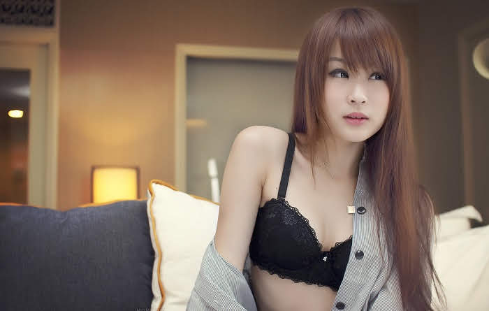 Sex in singapore, beautiful girl giving oral sex