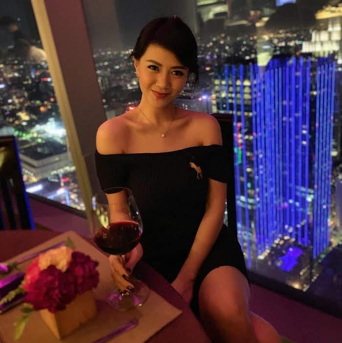 girlfriend in hanoi