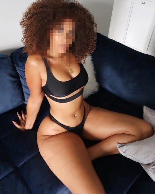 Sexy Kenyan escort