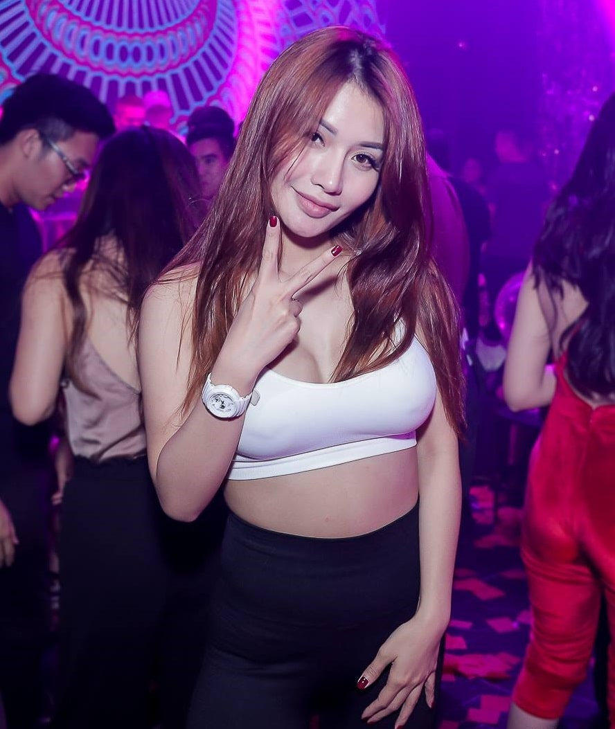 Bangkok Thai girl in a nightclub in RCA