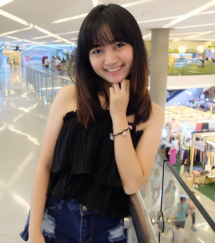 Thai girl in the shopping mall