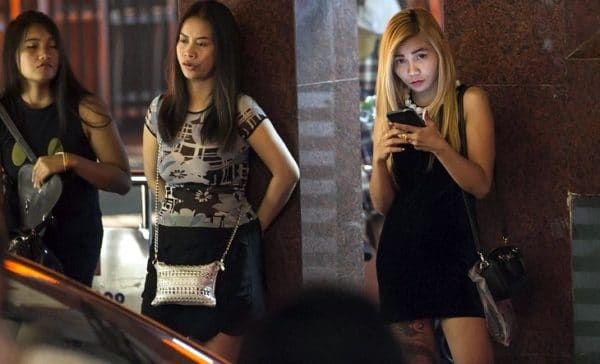 girls freelancing in bangkok streets