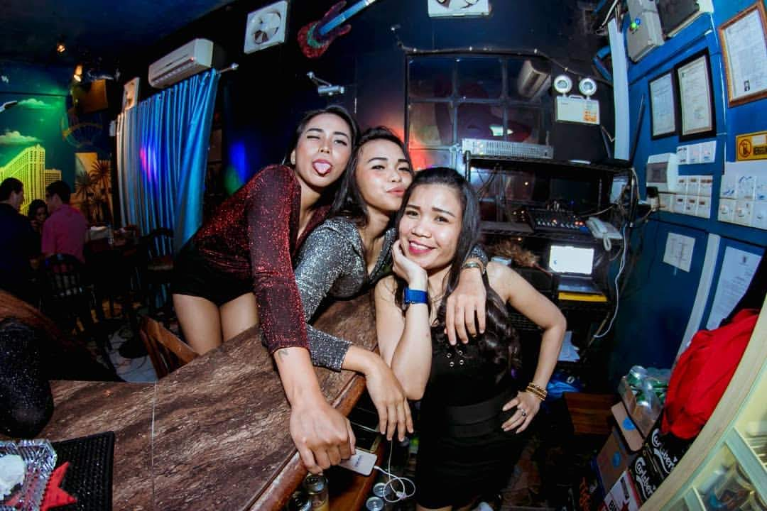 sex girls in Batam bar